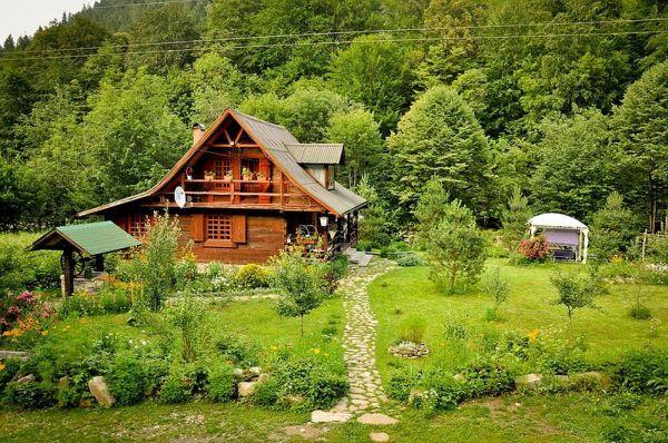 Традиционный деревенский дом в румынском городе Пьятра-Нямц