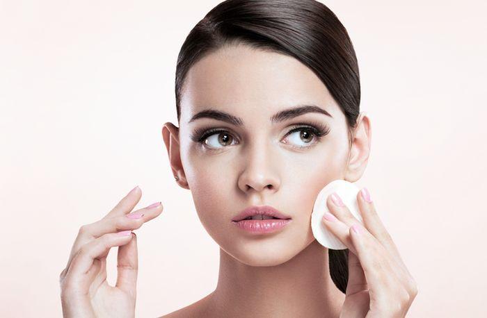 7 ошибок которые совершают женщины при снятии макияжа