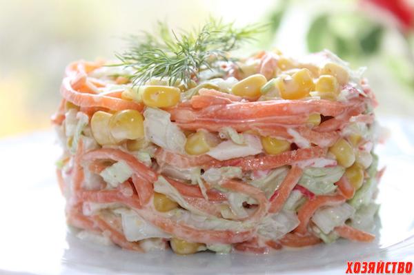 Нежный салат из крабового мяса и пекинской капусты
