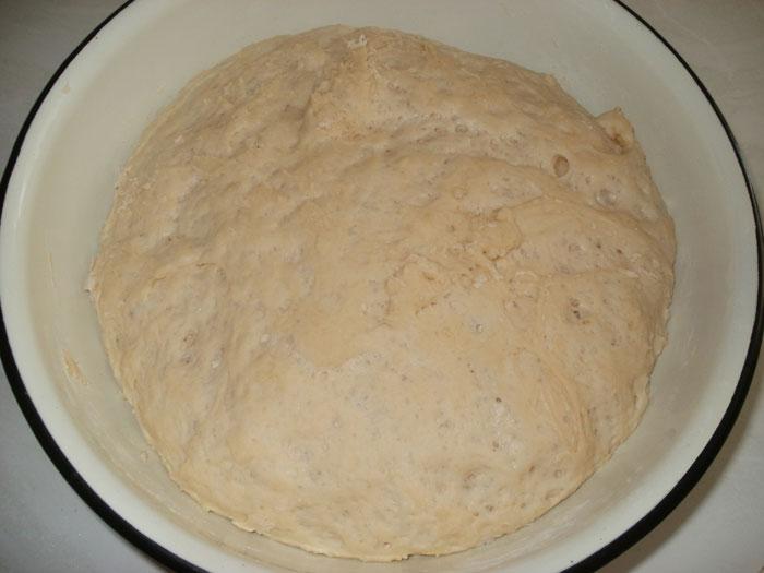 Подошедшее тесто для беляшей
