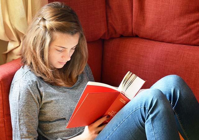 Занять ребенка 10-14 лет чтением книг. Рекомендуемая литература