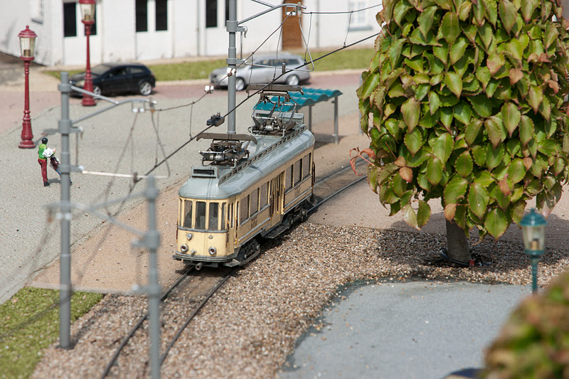 Мини-трамвай крупным планом. Парк Мадюродам. Фото