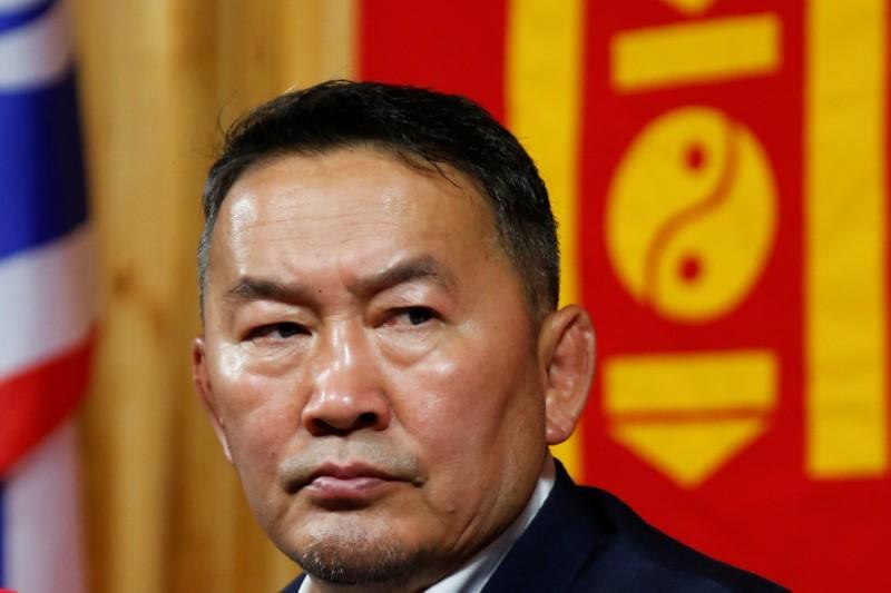 Президент Монголии грозится …