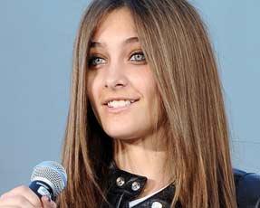 Дочь Майкла Джексона пыталась вскрыть себе вены