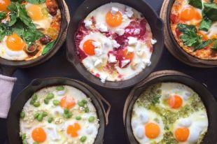 Помидоры, куркума и яйца. Как приготовить шакшуку на завтрак