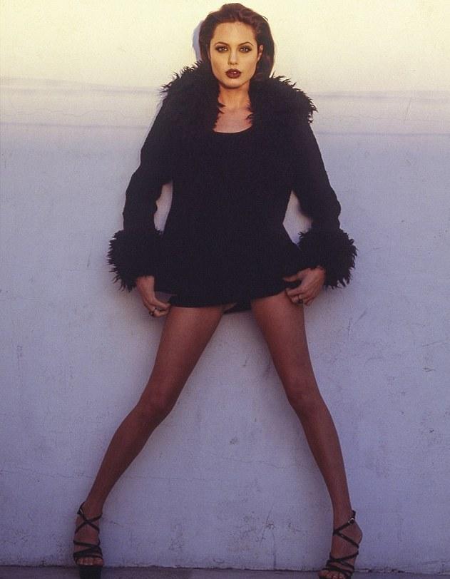 20-летняя Анджелина Джоли в образе бунтарки.