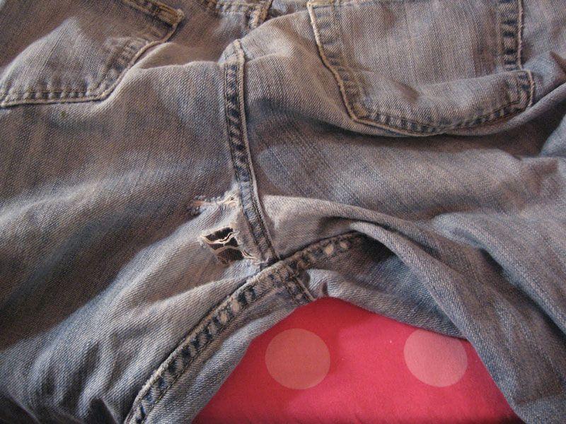 Как спасти любимые джинсы: заплатки в «неудобных» местах