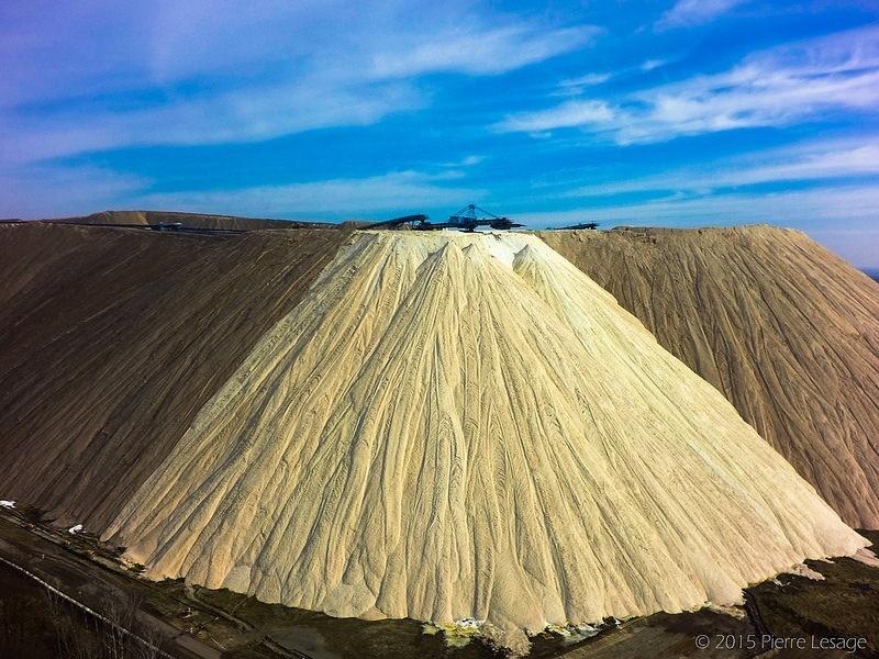 Поразительная соляная гора в Германии