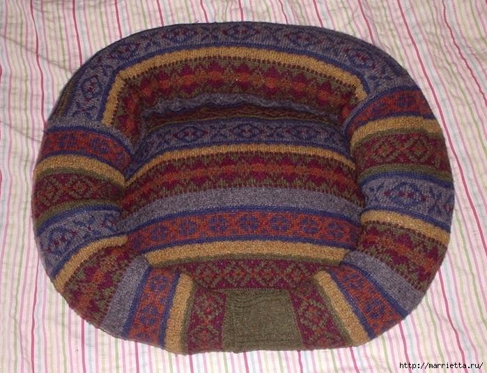 Cuna de gato de un viejo suéter.  Clase magistral (10) (700x535, 355KB)