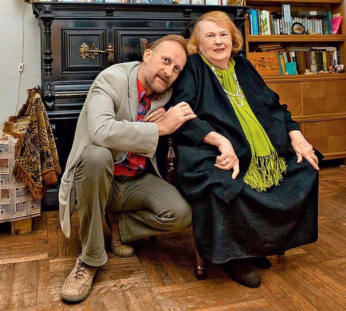 Людмила Иванова со своим старшим сыном.