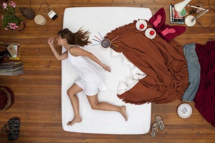 как правильно поставить кровать в маленькой спальне