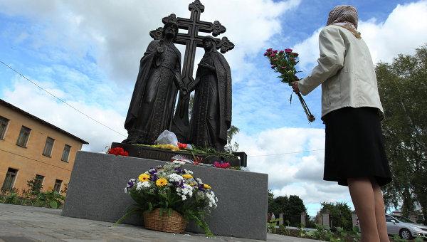 Памятник Петру и Февронии в Великом Новгороде. Архивное фото
