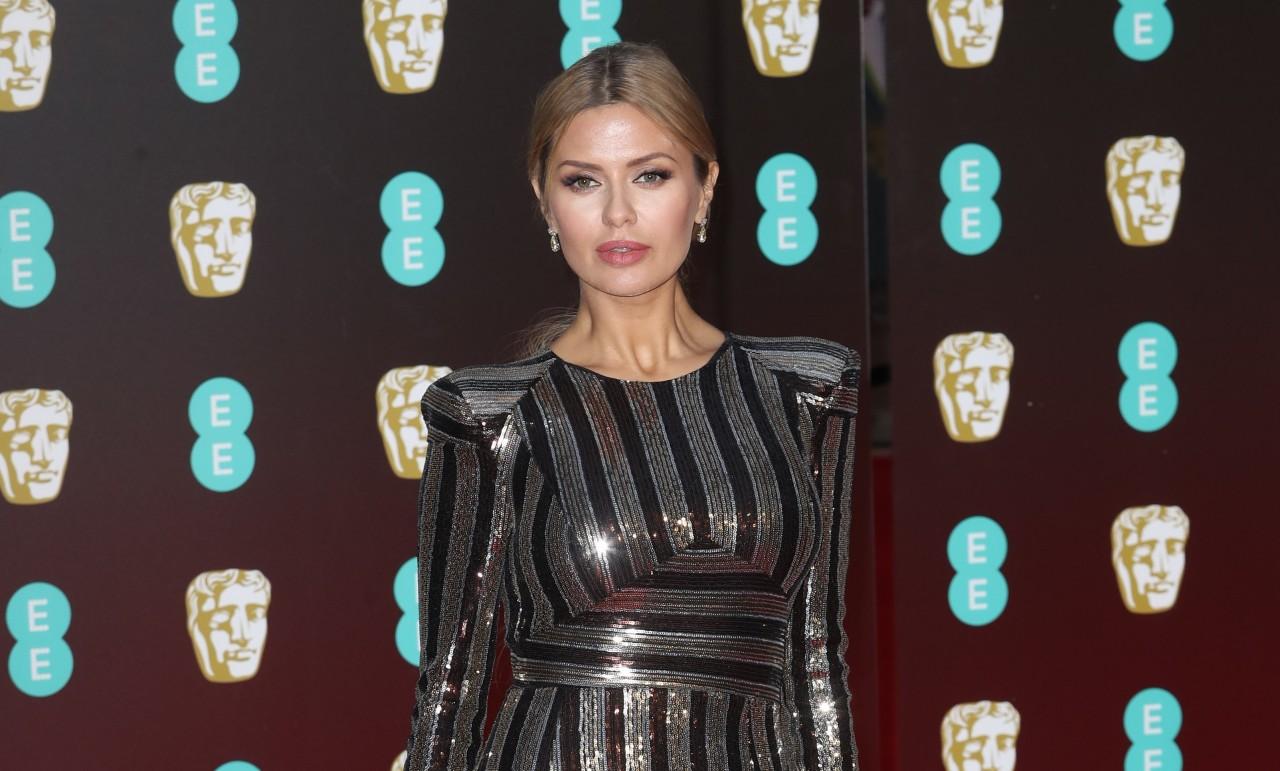 Боня показала бесконечные ноги в ультракоротком платье вопреки дресс-коду на BAFTA