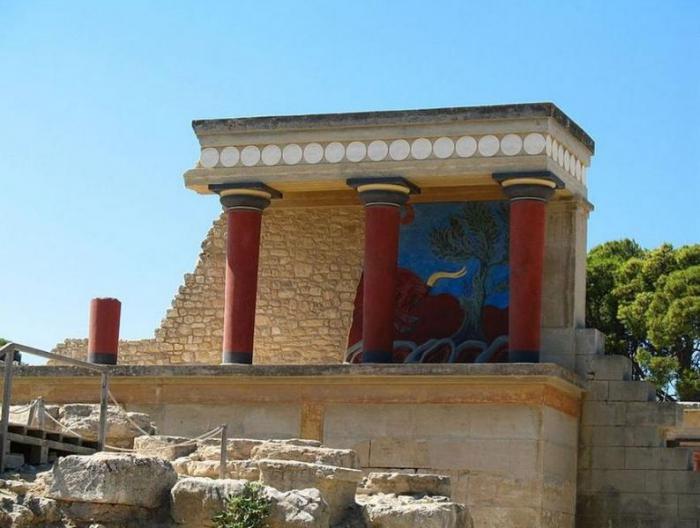 Таинственный Кносский дворец на острове Крит в Греции