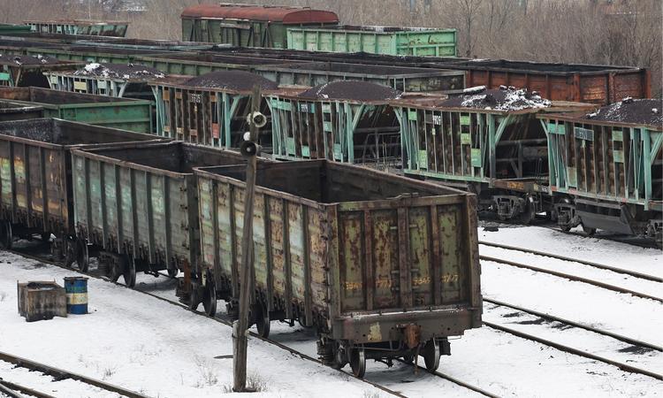 Источник: Россия решила поставлять коксующийся уголь напрямую в Донбасс