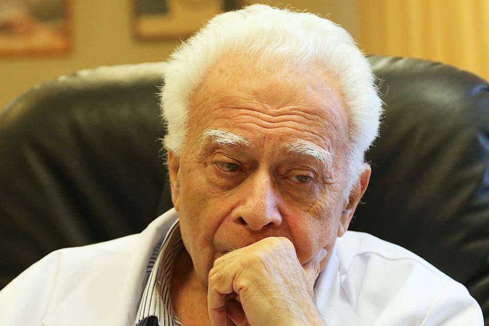 Академику Виктору Шкловскому исполнилось 90 лет