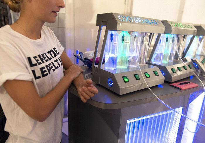 В баре есть комната, где можно подышать чистым кислородом.