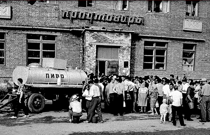Очередь за пивом в советское время