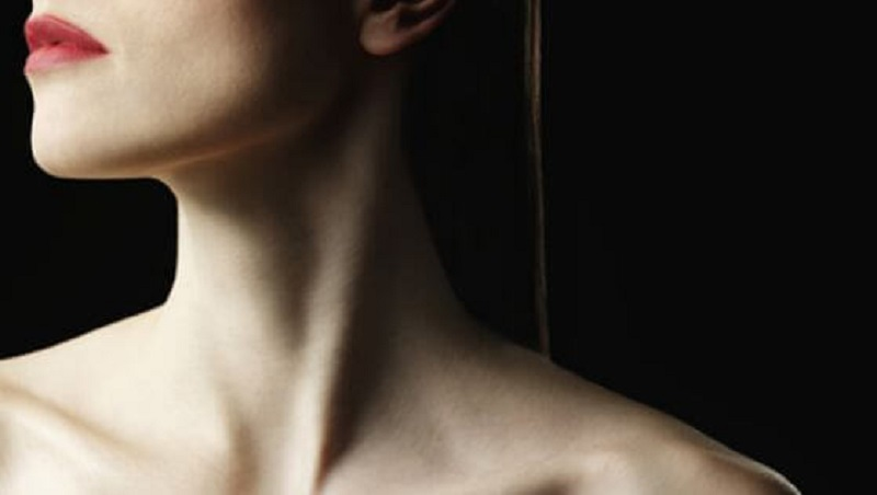 Морщины и плохое самочувствие появляются из-за дряблости подкожной мышцы шеи