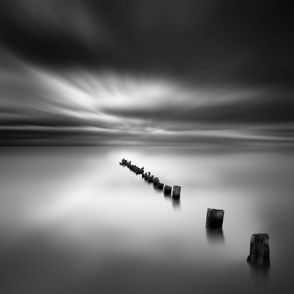 Чёрно-белые пейзажи, уходящие за пределы реальности. Фотограф Джордж Дигалакис 25