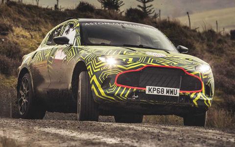 Aston Martin показал свой кроссовер на фото и видео