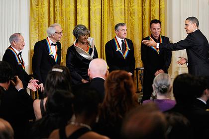 Обама наградил Тома Хэнкса и Роберта Де Ниро медалью Свободы