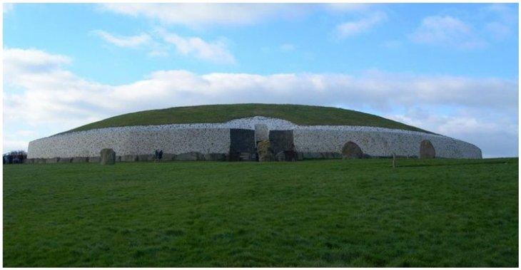 Таинственная гробница Ньюгрейндж в Ирландии - старше, чем Великие пирамиды в Египте