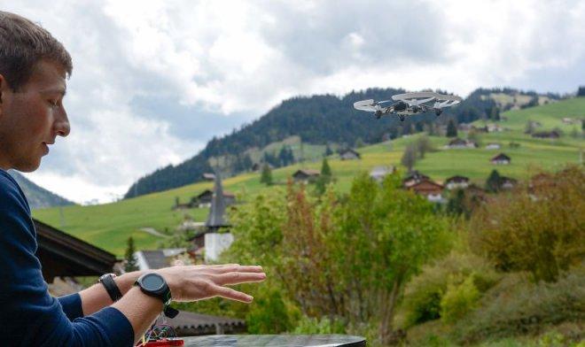 Браслет из пьезоволокон позволит управлять дронами с помощью жестов