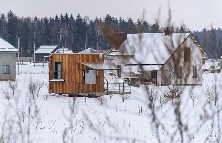 Из-за экономии семья переехала жить в сарайчик. Увидев, что там внутри, Вы очень удивитесь!