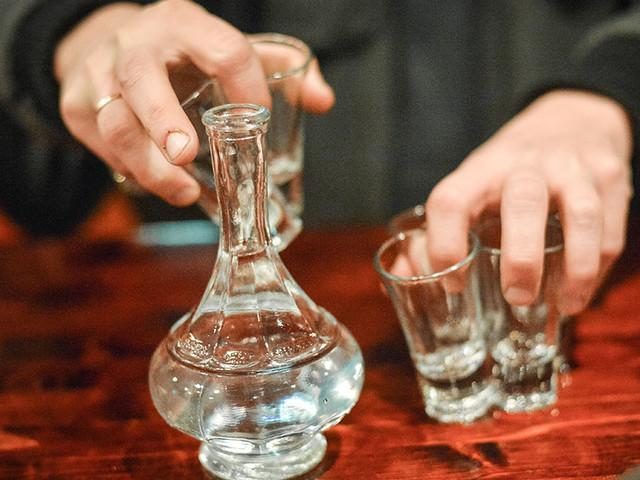 Пить больше не стали,стали больше покупать: Росстат зафиксировал рост продаж водки