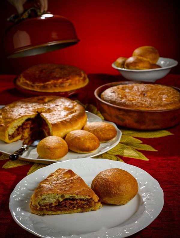 Сталик Ханкишиев печет пироги с капустой