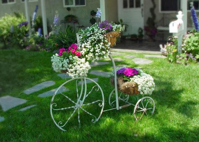 Как украсить частный двор цветами своими руками фото