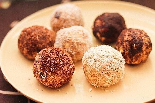 Нежные, вкусные и абсолютно не сложные в приготовлении конфеты из творога. Простой состав ингредиентов и минимум затраченного времени
