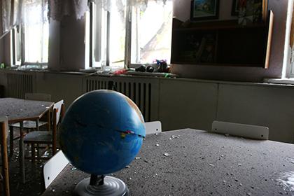 Украинская армия в Донбассе обстреляла детский сад в Докучаевске