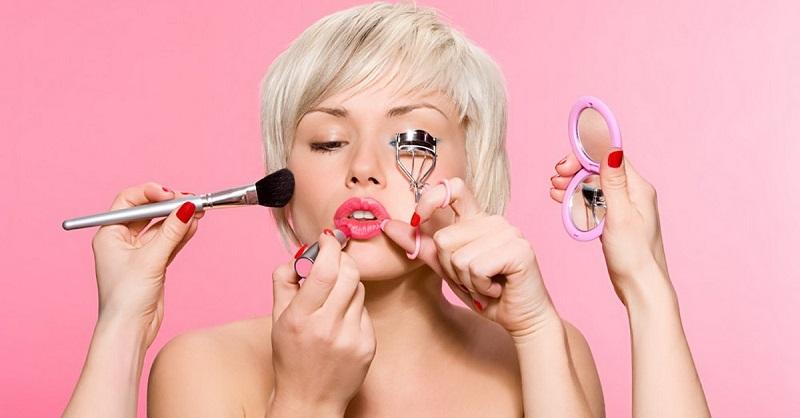 Закончилась подводка или помада — не беда! Необычные способы применения косметики.