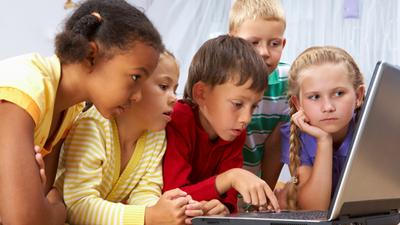 Защиту российских школьников от интернет-контента собираются усилить