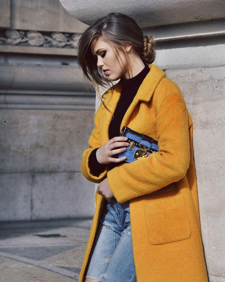 Как носить зимой яркие цвета: советы Вячеслава Зайцева