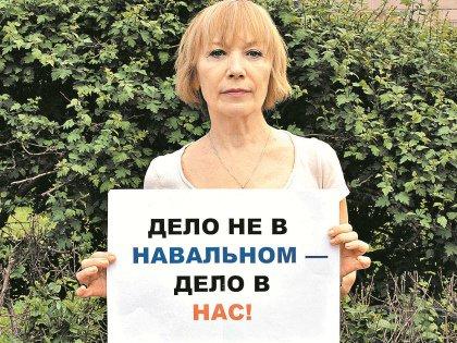 Елена Коренева: Меня пока не травят, как Ахеджакову, но уже обзывают