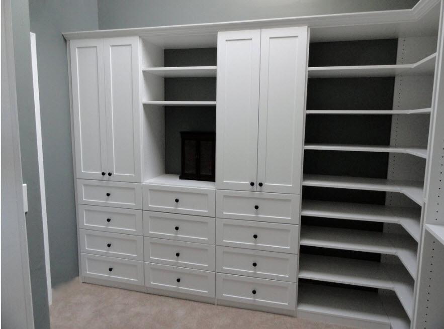Шкаф в белоснежном исполнении
