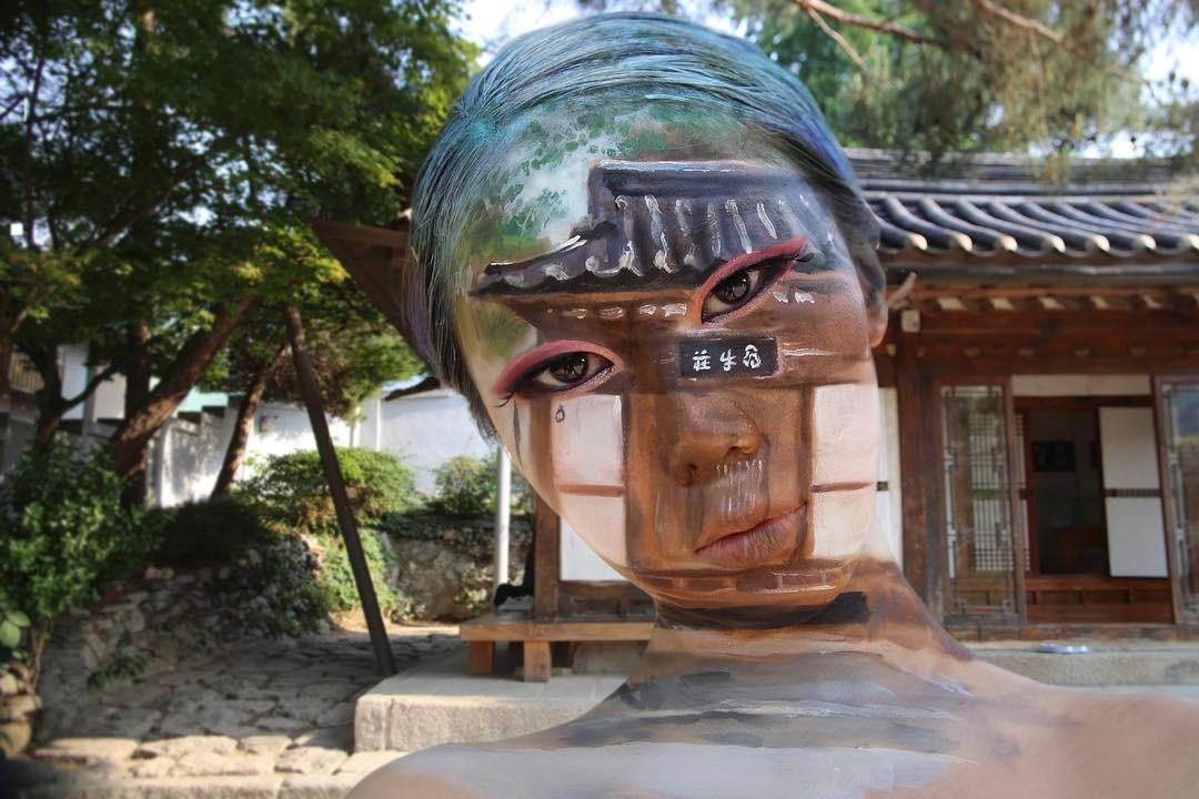 Лицо, которому нельзя верить: кореянка создает оптические иллюзии на собственном теле