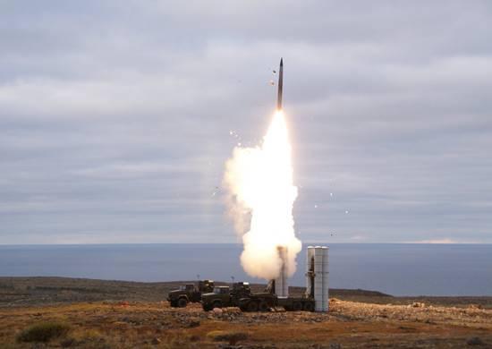 В войска поставлен первый в текущем году полковой комплект С-400