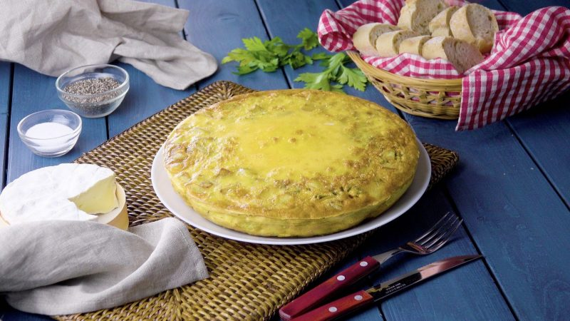 Вкуснейший омлет с картофелем и начинкой: самый оригинальный рецепт к завтраку