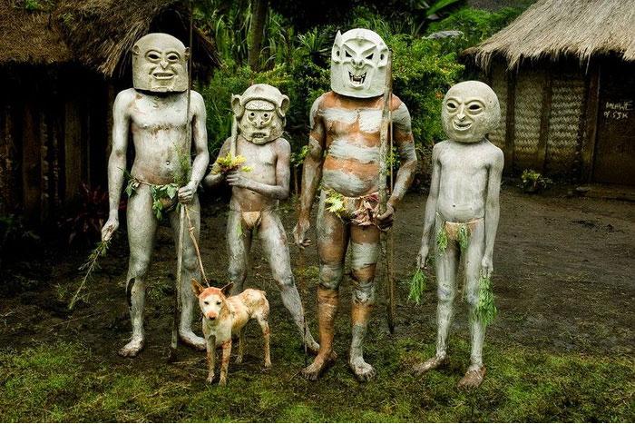 Шлемы аборигенов Индонезии и другие странные культы