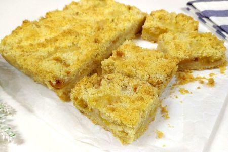 Фото к рецепту: Песочный пирог со сливами
