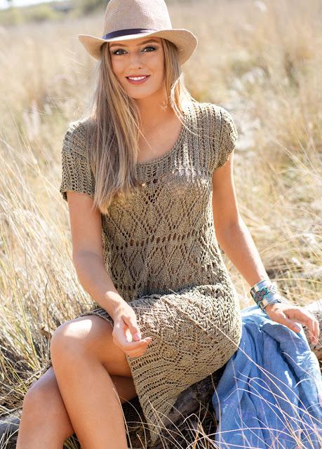 Льняное летнее платье с сочетанием узоров спицами