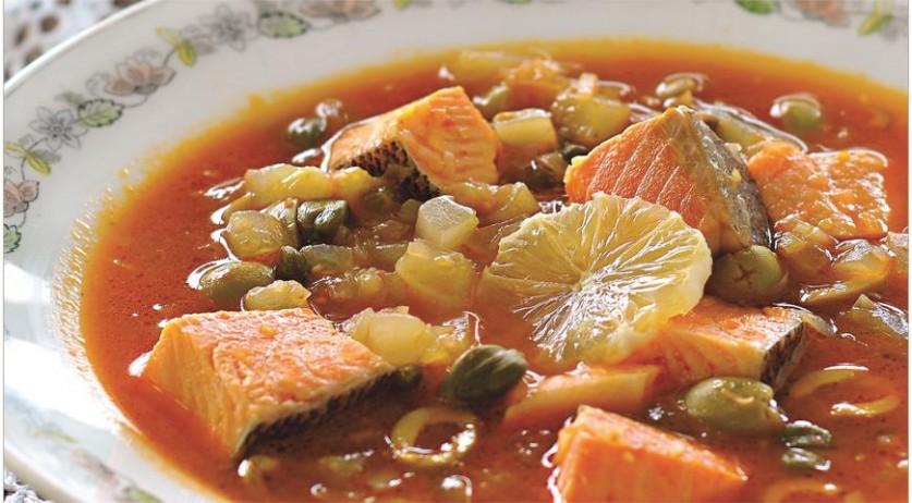 Из свежей, копченой и малосольной рыбы… Рыбная солянка