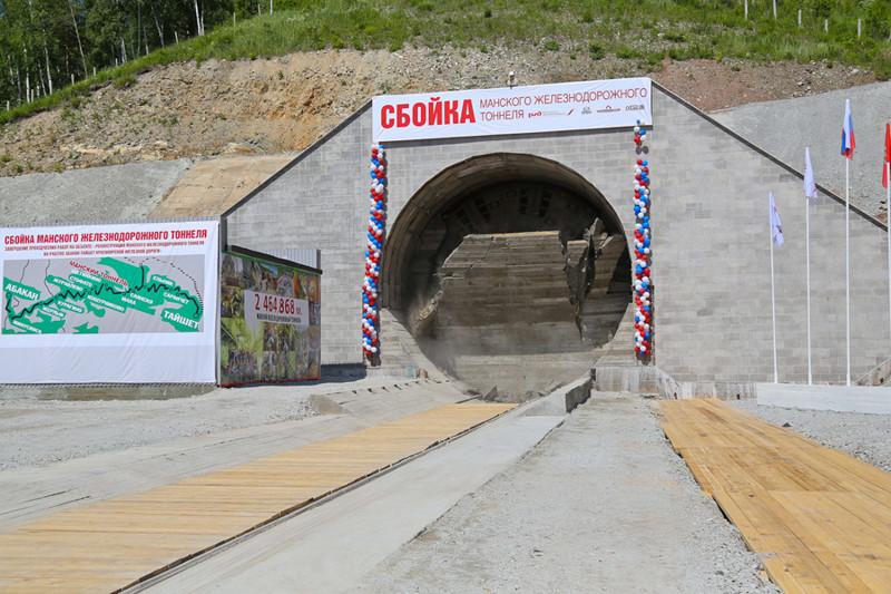 1. В Саянских горах проложили самый большой в Красноярском крае тоннель. Теперь через него отправятся нефть и другие грузы железная дорога, интересно, непроходимые места, опасные дороги, тоннель, фото