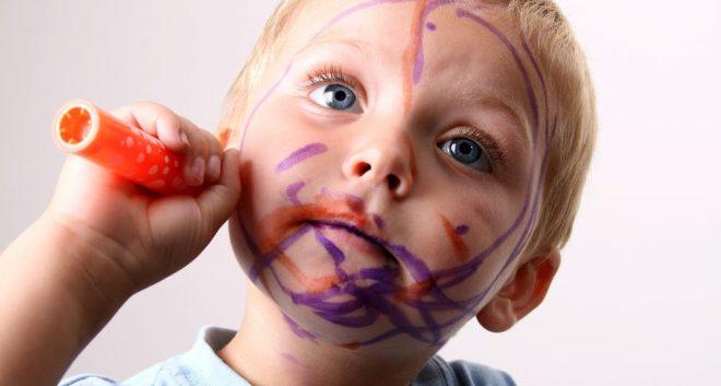 Чем отмыть фломастер с кожи ребенка — советы мамам юных художников