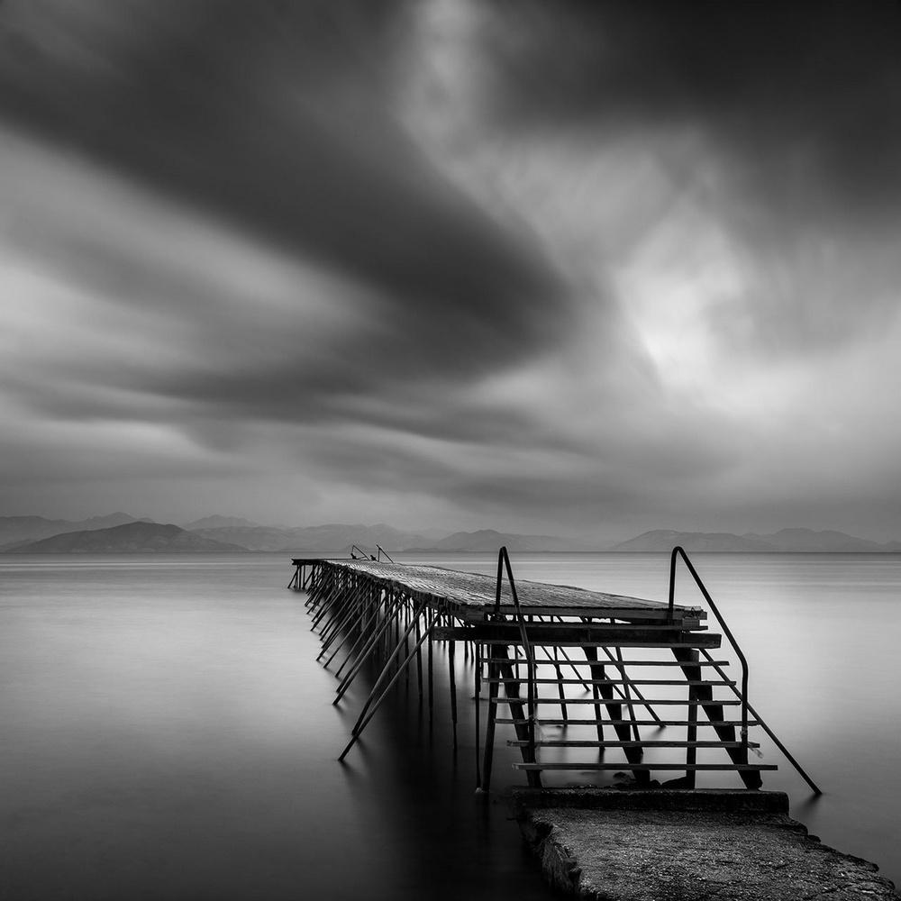 Чёрно-белые пейзажи, уходящие за пределы реальности. Фотограф Джордж Дигалакис 12