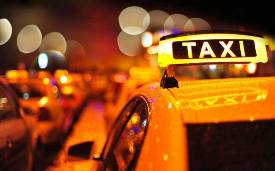 Как таксист глупую мамашу проучил